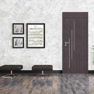 Drzwi Sonata łączą ciepłą kolorystykę naturalnych barw oraz aluminiowe listwy dekoracyjne. Fot. Pol-Skone
