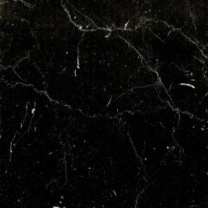 Dekor imitujący naturalny kamień Marmur Nero F8997 HG. Fot. Pfleiderer