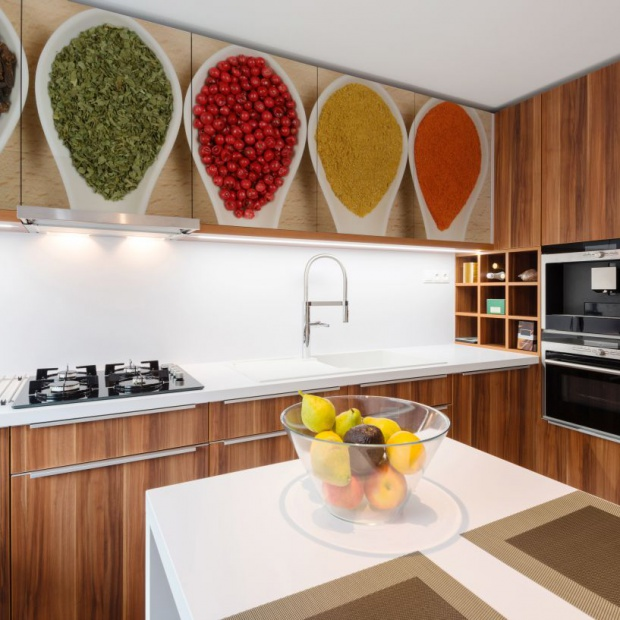 Kolor w kuchni: praktyczne sposoby na każdą kieszeń