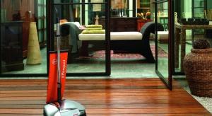 Nie trzeba wynajmować specjalistycznej firmy, by mieć w domu idealną podłogę: czystą, błyszczącą, bez odrobiny kurzu. Wystarczy mieć profesjonalnego pomocnika, czyli urządzenie do froterowania.