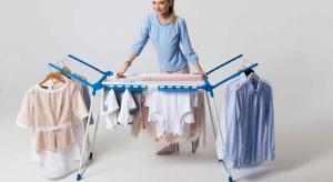 Kiedy tylko pojawią się pierwsze wiosenne promienie słońca, chętnie suszymy ubrania na zewnątrz.Jan Niezbędny przygotował premierę nowych suszarek na pranie.