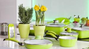 Aby rozjaśnić kuchnie, a nawet nadać wnętrzu nieco radośniejszy charakter możemy wyposażyć je w praktyczne sprzęty w żywej, wiosennej kolorystyce.