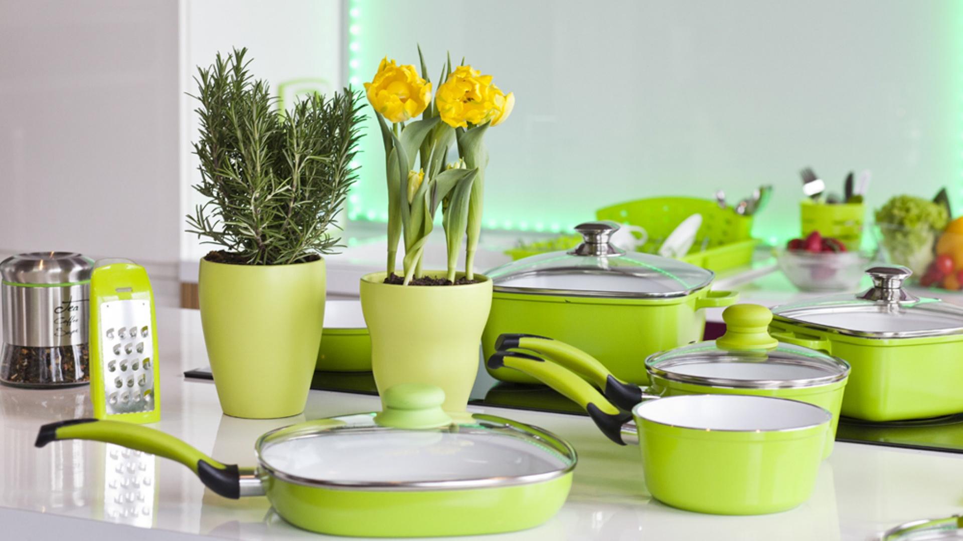 Zielone naczynia i akcesoria z kolekcji firmy Galicja dla Twojego Domu.