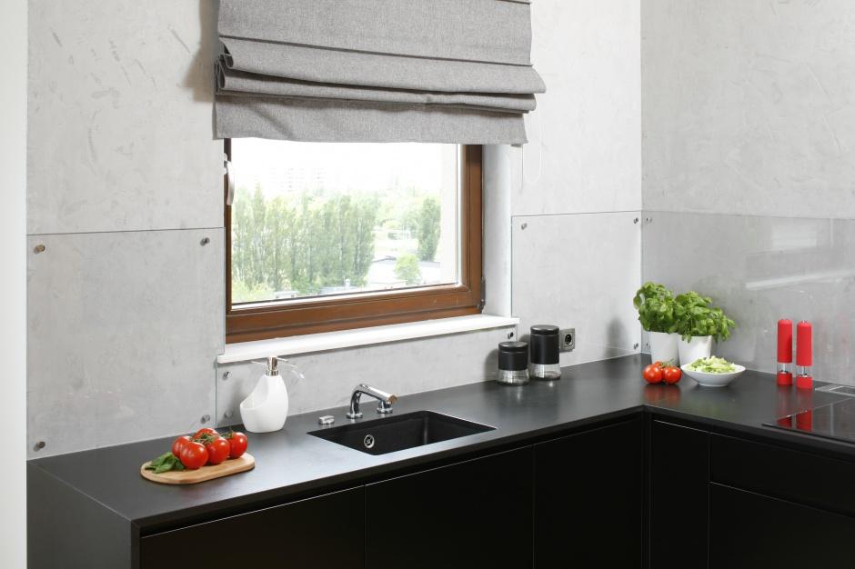 Zamiast tego ścianę nad Kuchnia bez szafek górnych   -> Kuchnia Bez Kafelek