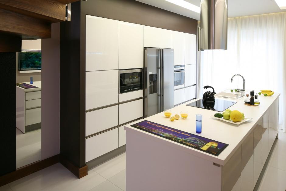 Wysoka zabudowa oraz duża Kuchnia bez szafek górnych   -> Kuchnia Bez Kafelek