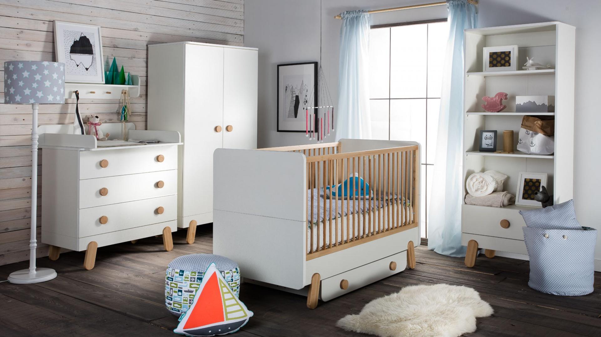 Ile razy wymienia się meble w pokoju dziecka przez cały okres jego życia w domu rodzinnym? Przeciętnie 2 lub 3 razy. Każda taka zmiana, to spory wydatek. Producenci mebli wpadli na pomysł, jak go uniknąć. Fot. Pinio