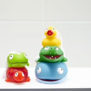Przeurocze uśmiechnięte zwierzaki do zabaw w wodzie. Sprawią, że kąpiel malucha zamieni się w prawdziwą przygodę. Cena: ok. 45 zł. Fot. Tchibo