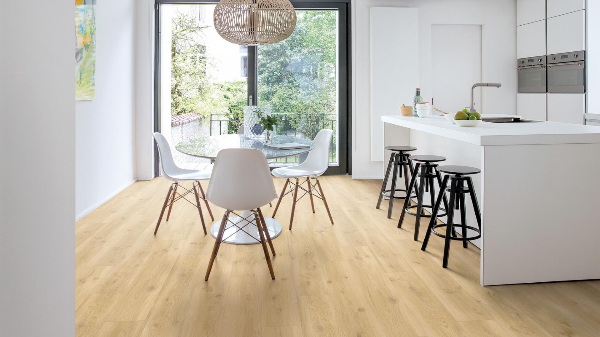 Nowe standardy jakości podłóg winylowych ustanowiła belgijska marka Quick-Step dzięki nowoczesnej inżynierii produkcji i ogromnej dbałości o design. Podloga winylowa Balance Click. Fot. Quick Step
