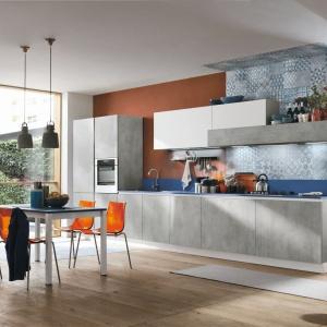 Fronty kuchenne mają ciekawą fakturę niczym beton i adekwatny kolor. Fot. Stosa Cucine, kuchnia Diagonal