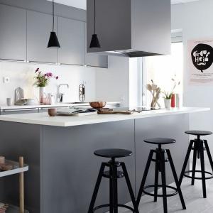 Szara kuchnia: 12 pomysłów na modne meble
