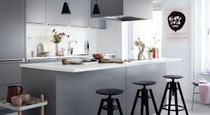 Szare meble kuchenne nie wychodzą z mody. Wyglądają dobrze zarówno w konwencji klasycznej, jak i nowoczesnej.