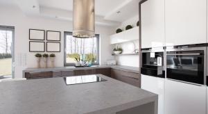 Beton w kuchni to jeden z najgorętszych trendów aranżacyjnych, również na blatach kuchennych. Zobaczcie nowość z konglomeratu, imitującego cement.