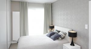 Szukając odpowiedniej kolorystyki do urządzenia sypialni warto postawić na jasne kolory. Zobaczcie, jak zrobili to rodzimi projektanci.