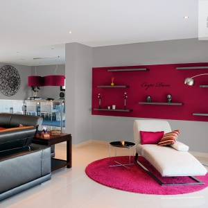 Beckers Designer Colour, kolory Stony Grey i Dark Raspberry.