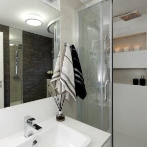 Łazienka z narożną kabiną - gotowy projekt na 4 metry