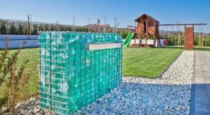 Ogrodzenie oraz ogrodowe murki to ważny element aranżacji ogrodu. Do nowoczesnej przestrzeni idealnie pasują gabiony z estetycznym wypełnieniem.