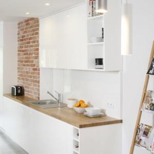 15 aranżacji z polskich domów z płytkami w kuchni