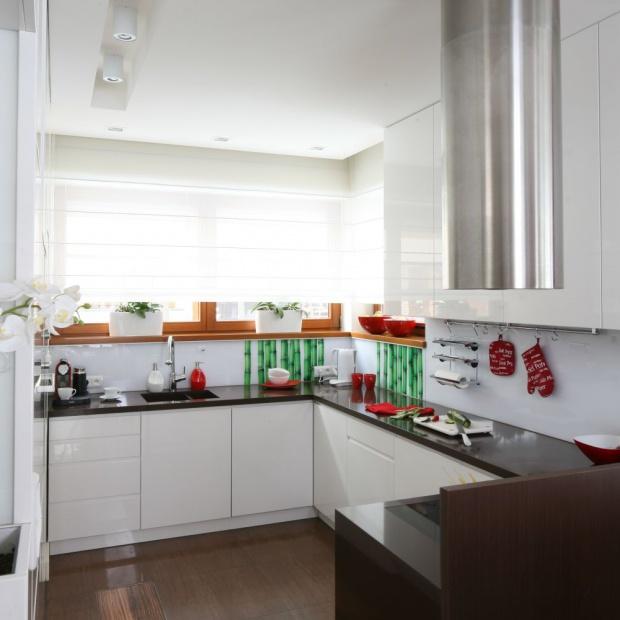 Zmywanie pod oknem - takie kuchnie wybierają Polacy