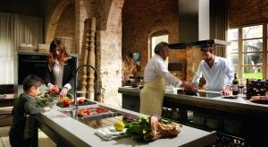 Kuchnia tętniąca życiem, nasycona aromatem świeżych ziół i niezapomnianym smakiem warzyw dojrzewających w pełnym słońcu Florencji, stała się inspiracją do stworzenia kolekcji Passion, należącej do systemu Frames by Franke