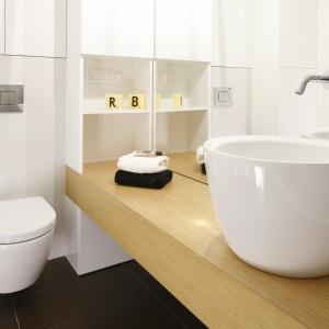 Do aranżacji łazienki projektantki wprowadziły elementy stylu vintage.
