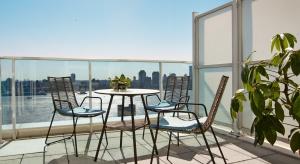 Ciepłe dni i wieczory zachęcają do wypoczynku na balkonach i tarasach. Zobaczcie najnowszą kolekcję mebli ogrodowych, która umili relaksna świeżym powietrzu.
