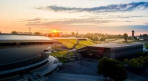 Międzynarodowe Centrum Konferencyjne w Katowicach otrzymało tegoroczne Grand Prix Nagrody Architektonicznej Polityki. Autorem projektu jest pracownia JEMS Architekci. Tym samym to pierwsza nagroda dla tej czołowej polskiej pracowni, choć w poprzednich