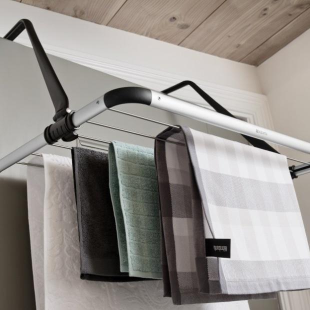 Zobacz jak pomysłowo wykorzystać przestrzeń w ciasnej łazience