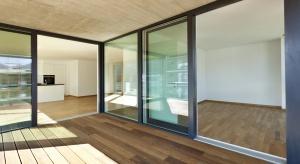 Okna i drzwi tarasowe powinny być nie tylko estetyczne i komfortowe w użytkowaniu. Muszą być również odporne na włamania. Zobaczcie nowy model drzwi przesuwnych spełniający ten warunek.