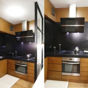 W tej kuchni jest dużo czerni, jednak architekci zabawili się perspektywą. Czarna ściana nad blatem zestawiona z jaśniejszą zabudową dodaje głębi i wydłuża perspektywę. Projekt: Kasia i Michał Dudko. Fot. Bartosz Jarosz
