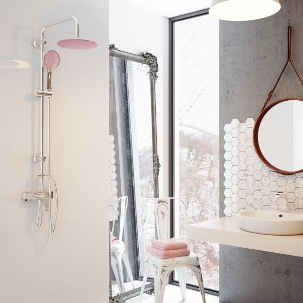 Modna łazienka –  prysznic z kolorowym akcentem