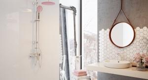 Po okresie dominacji stonowanych, monochromatycznych wnętrz, w modzie łazienkowej przyszła pora na kolor. Najmodniejsze w tym sezonie pastele zdobią także najnowsze modele aramatury prysznicowej.