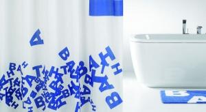 Zasłony dekorowane słowami mogą nie tylko pięknie wyglądać, ale także nieść przesłanie. Jakie? Zobaczcie sami.