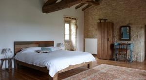 Piękna i funkcjonalna sypialnia to pomieszczenie, które w pierwszym rzędzie zapewnia właściwy odpoczynek po wyczerpującym dniu. O tym, czy rano budzimy się rześcy i w wyśmienitym humorze decyduje w dużej mierze zastosowane rozwiązanie grzewcze.
