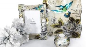 Turkusowe motyle, czerwone maki czy błękitno-zielonkawy koliber. Tak barwne i urokliwe motywy zdobią dekoracyjną ceramikę idealną na lato.