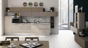 Meblowanie małej kuchni najlepiej zacząć od określenia potrzeb mieszkańców. Dla jednych ważne jest, by mieć dużo miejsca do przechowywania w szafkach. Inni wolą przestronne blaty.