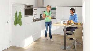 Za frontami nowoczesnych szafek kuchennych kryje się wiele przydatnych, ze względu na funkcjonalność, rozwiązań technologicznych. Podpowiadamy z których warto skorzystać i w jakich życiowych sytuacjach najlepiej się sprawdzą.