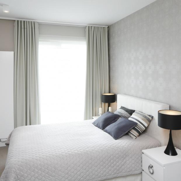 Szara sypialnia: 5 sposobów na piękne wnętrze