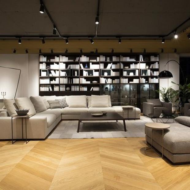 Nowy salon meblowy z kącikiem dla architektów