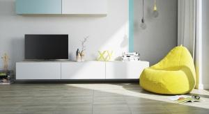 Minęły już czasy, gdy płytki imitujące drewno przypominały raczej panele podłogowe lub linoleum. Dzisiejsze kolekcje osiągają wysokie poziomy imitacji oryginału – jego koloru, faktury, usłojenia.