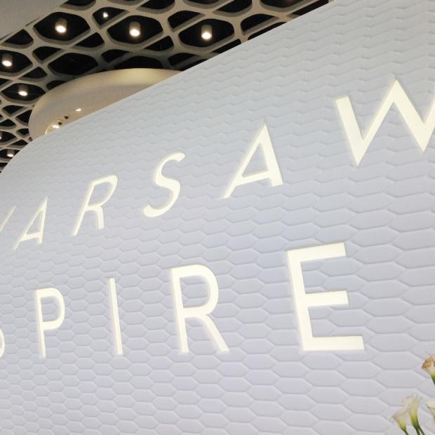 Kompleks Warsaw Spire oznakowany przez Advertis