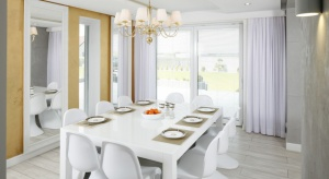 Jak oświetlić stół w jadalni? Zobaczcie pomysły projektantów wnętrz.