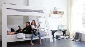 Sypialnia, gabinet, garderoba, salonik i plac zabaw - tyle funkcji trzeba zmieścić w pokoju młodego człowieka. Funkcjonalne i estetyczne urządzenie dużego pomieszczenia nie jest problemem, ale małego graniczy już ze sztuką. Na szczęście, produc