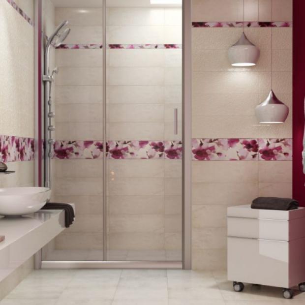 Urządzamy łazienkę: kwiatowe motywy na płytkach