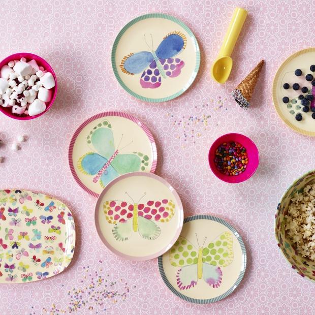 Kochamy pastele! Pomysłowe aranżacje wakacyjnego stołu