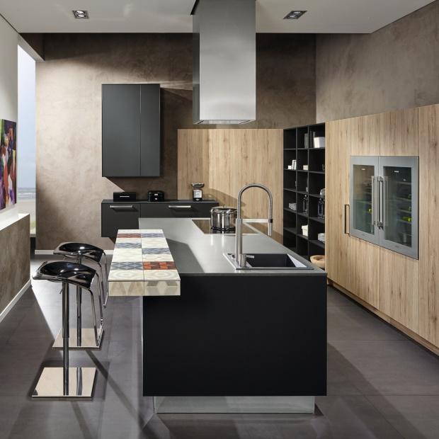 Kuchnia w kolorze drewna: modne meble od producentów