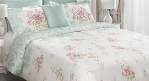 Sposobów na wystrój sypialni jest wiele. Jak zachować złoty środek pomiędzy chęcią stworzenia aranżacji przytulnej, ale i stylowej? Oto kilka sprawdzonych propozycji.