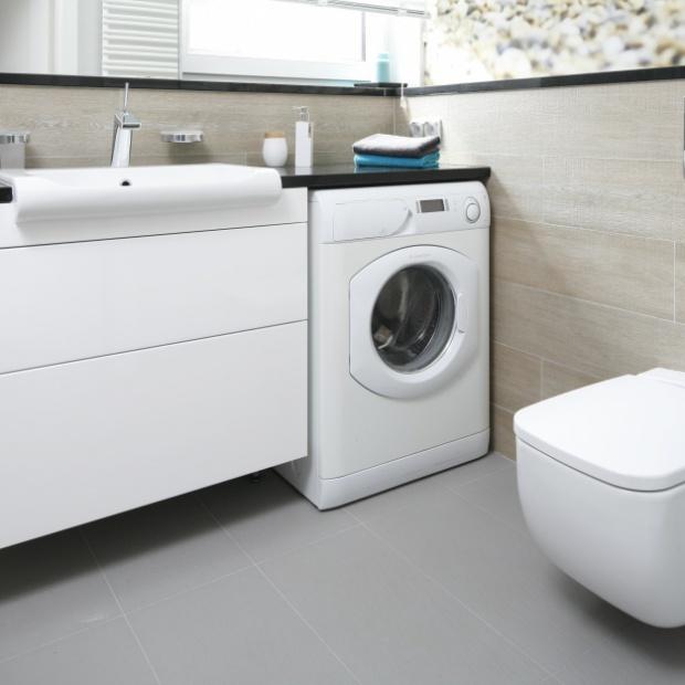 Praktyczne pomysły projektantów na łazienkę z pralką