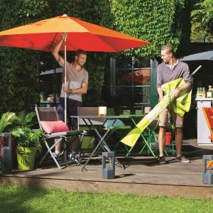 Lato w ogrodzie - wybieramy parasole, markizy, pawilony
