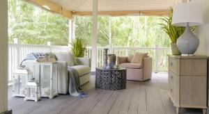Jak wykorzystać ostanie promienie słońca i przedłużyć wakacyjny klimat? Letnie popołudniew stylu francuskim możecie spędzić na pięknie zaaranżowanej werandzie.