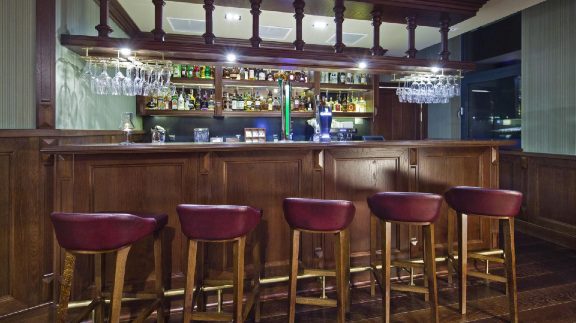 W New Island Pub poczujesz klimat angielskiego pub'u.